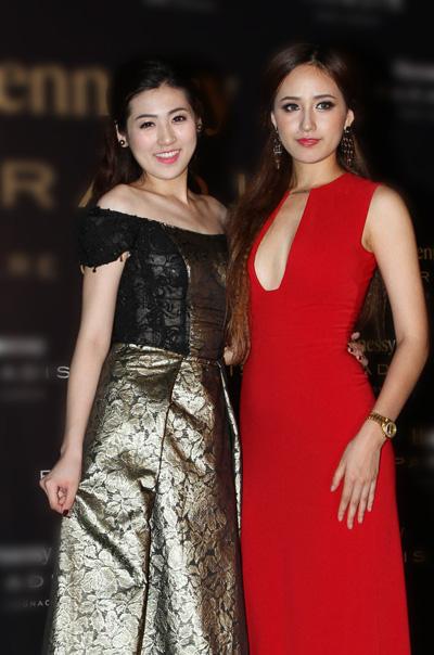 Á hậu Tú Anh diện váy dễ thương khoe dáng bên Mai Phương Thúy.