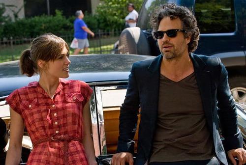 "Keira Knightley và Mark Ruffalo trong một cảnh phim ""Begin Again""."