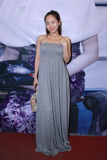 Lương Bích Hữu cũng tới chung vui với Lâm Chi Khanh. Cô diện váy maxi