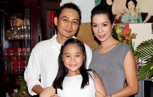 Trịnh Kim Chi hạnh phúc bên chồng và con gái.