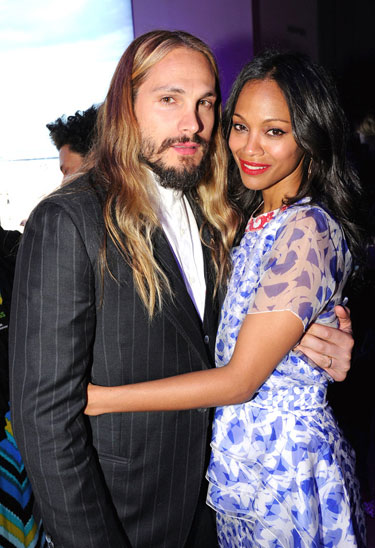 Zoe Saldana và chồng. Ảnh: AOE.