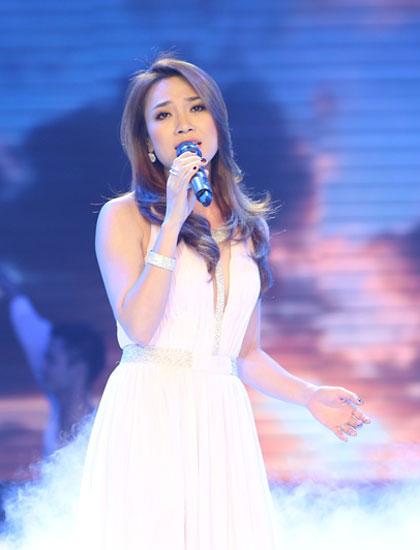 Ca sĩ Mỹ Tâm được nhiều thành viên hội đồng khen ngợi về giọng hát lẫn phong cách biểu diễn.