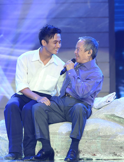 Ca sĩ Kiều Hưng có màn biểu diễn mang lại nhiều cảm xúc.