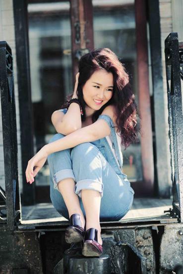 Nữ ca sĩ sinh năm 1990