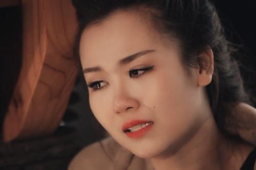 """Võ Hạ Trâm phải đóng những cảnh khóc thương đến lả người để hoàn thành MV """"Còn đâu""""."""