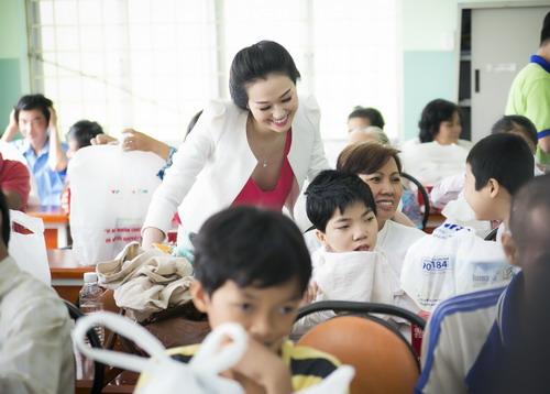 """Nữ diễn viên phim """"Mỹ nhân Sài Thành"""" là đại sứ thiện chí của Hội chữ thập đỏ TP HCM và là người tích cực trong các hoạt động vì lòng nhân ái."""