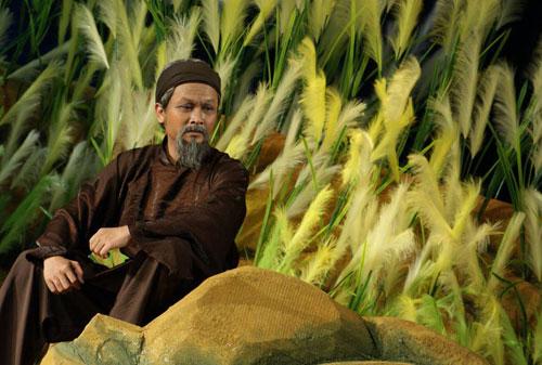 Nghệ sĩ ưu tú Hữu Quốc chuyên đóng vai già trên sân khấu.
