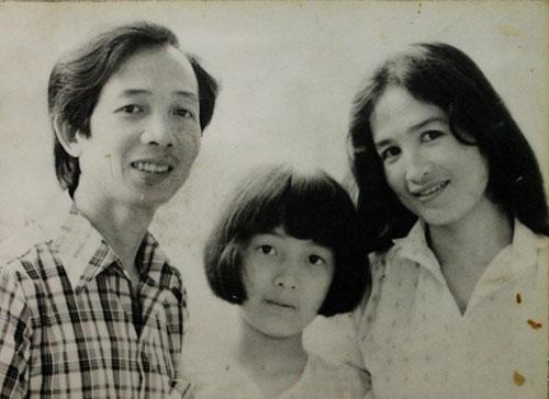 Chị là con gái của nữ nghệ sĩ Nhân dân Trà Giang và Nghệ sĩ Ưu tú - Giáo sư âm nhạc Nguyễn Bích Ngọc.