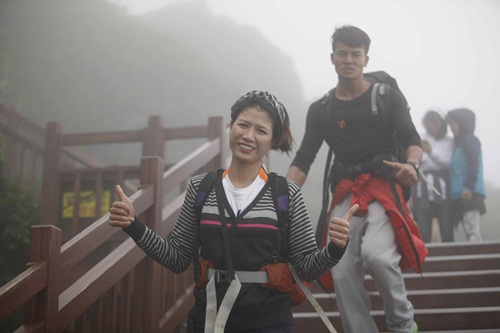 Sau khi đến đảo Jeju, các đội bước vào thử tháchđầu chinh phục ngọn núi lửa nổi tiếng Seongsan Ilchunbong, đỉnh núi cao nhất Hàn Quốc và là nơi đón ánh mặt trời đầu tiên của đất nước này.