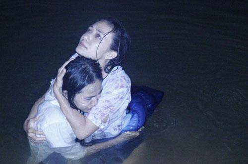 Tinna Tình và diễn viên Song Ngư có nhiều cảnh gây xúc động với khán giả.