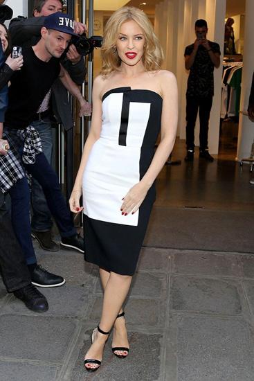 Đường cắt hiện đại, mới mẻ của chiếc đầm ôm giúp Kylie Minogue