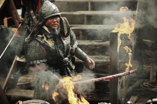 Ngôi sao gạo cội của điện ảnh Hàn Quốc - Choi Min Sik - vào vai đô đốc Yi.