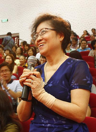 Nữ khán giả 68 tuổi trung thành với sân khấu kịch Ái Như - Thành Hội.