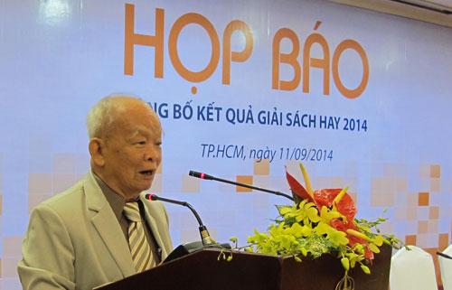 Nhà văn Nguyên Ngọc tại buổi lễ trao giải Sách Hay 2014.