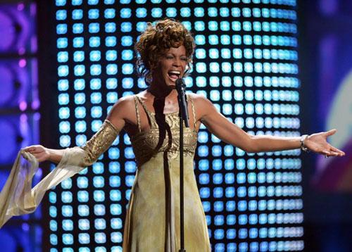 Whitney Houston trình diễn tại World Music Awards 2004. Ảnh: AP.