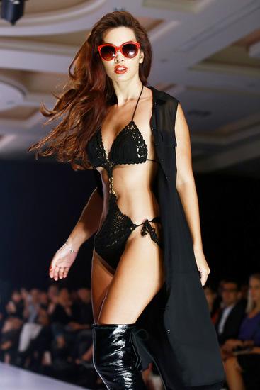0-Ha-Anh-cung-bikini-2-7427-1411701242.j