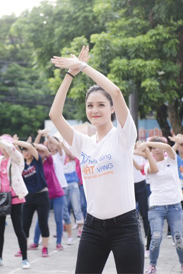 A-hau-Hoang-Anh-2082-1411958351.jpg