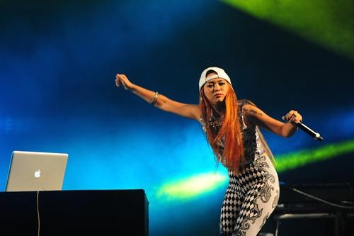 Kimmese tiếp tục trung thành với dòng Rap mà cô đang theo đuổi.
