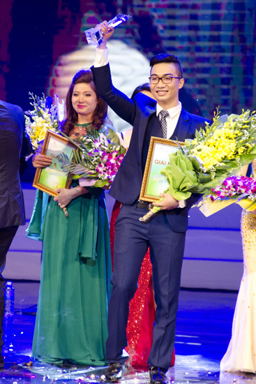 """Nguyễn Tiến Hưng sinh năm 1992, đến từ Hải Dương trở thành người đạt giải nhất cuộc thi """"Giọng hát hay Hà Nội"""" năm nay."""