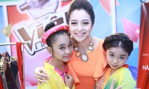 Jennifer Phạm rạng rỡ bên top 3 The Voice nhí