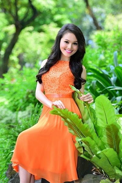 Đăng quang Miss Ngôi Sao 2014, hot girl Hye Trần nhanh chóng được nhiều người biết đến.