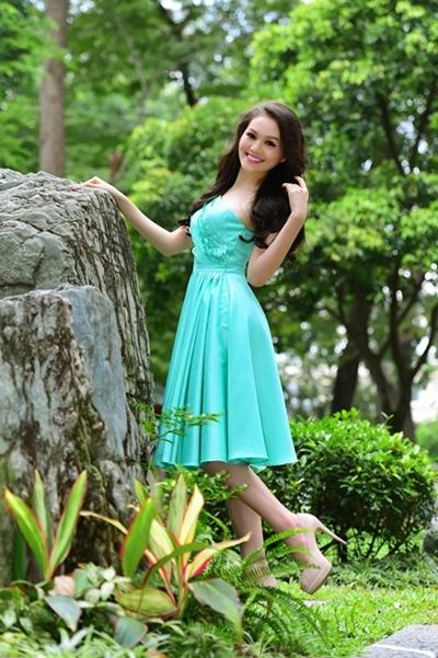 Bộ ảnh được hỗ trợ bởi trang điểm Sang Nguyễn, làm tóc Châu, trang phục Lê Thanh Hòa.