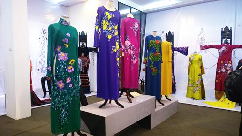Triển lãm áo dài Việt Nam được chia thành hai nội dung: Áo dài trước cách mạng tháng 8 đến ngày Giải phóng Thủ đô, trang phục áo dài thời kỳ hội nhập và phát triển.