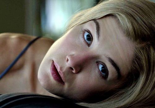 Hình ảnh ấn tượng nhất của Rosamund Pike trong vai người vợ mất tích Amy của