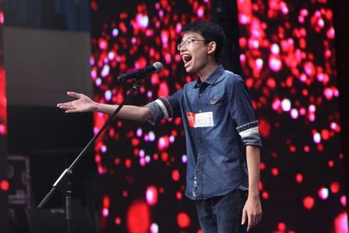 Nguyễn Hoài Sơn gây ấn tượng khi thể hiện một ca khúc opera trong vòng loại miền Bắc Vietnam's Got Talent.