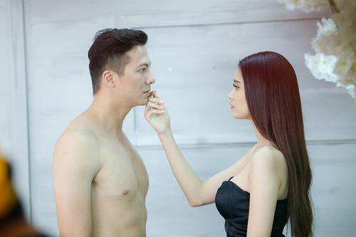 Trương Quỳnh Anh và Hoàng Anh vào vai đôi tình nhân trong MV mới.