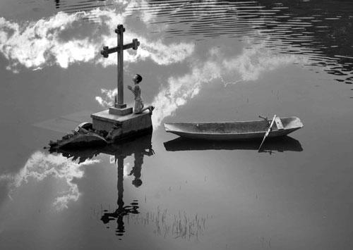 Tác phẩm Lời nguyện cầunhiếp ảnh+Vũ Đức Phương+cuộc thi ảnh quốc tế kỹ thuật số CIRCUIT