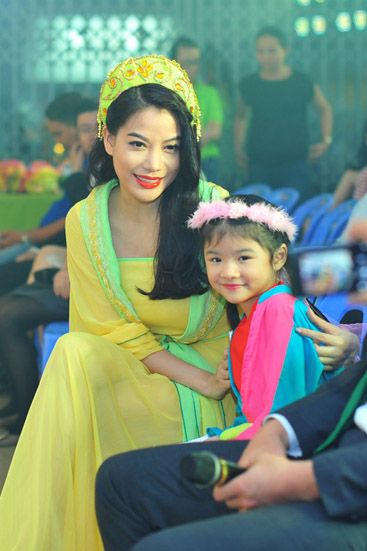 Mỗi khi có thời gian rảnh rỗi, Trương Ngọc Ánh vẫn thường dẫn bé Bảo Tiên đi chơi để thư giãn.