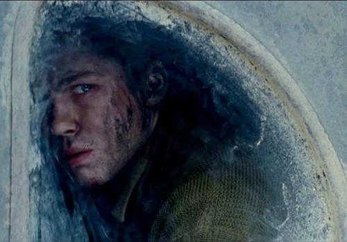 Ánh mắt gây ám ảnh của Logan Lerman trong phim.