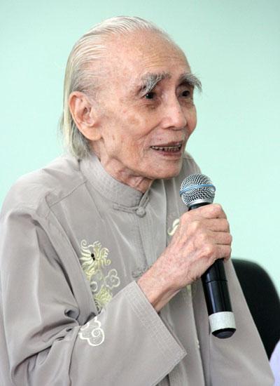 Ở tuổi 90, Phan Huỳnh Điểu vẫn minh mẫn, luôn giữ sự hóm hỉnh, vui tươi và thích làm thơ trào phúng (Video: Phan Huỳnh Điểu đọc thơ tự trào).