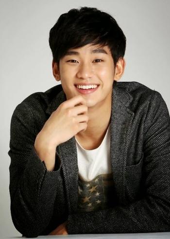 kim-soo-hyun-8106-1415268191.jpg