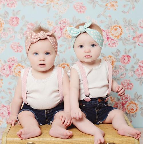 Hai bé gái