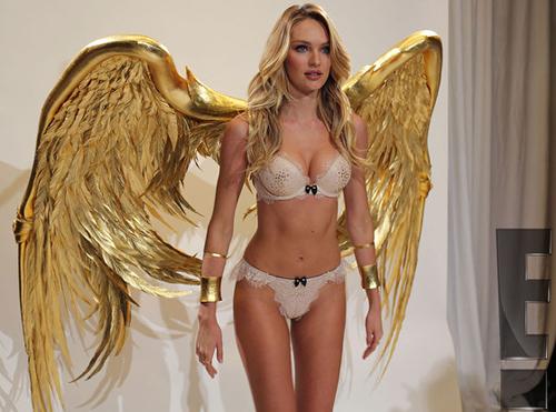 Để chuẩn bị cho show nội y lớn nhất năm được chiếu trên kênh CBS vào ngày 9/12, các chân dài của Victoria's Secret đã có những buổi thử đồ riêng để chọn ra trang phục phù hợp.