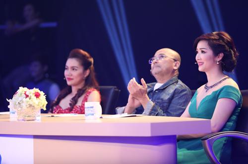 Hai vị giám khảo nữ  Cả hai vị giám khảo nữ khi xem Huỳnh Anh biểu diễn thì đều bị thuyết phục bởi& sự đẹp trai của anh chàng hotboy đến từ thủ đô Hà Nội.