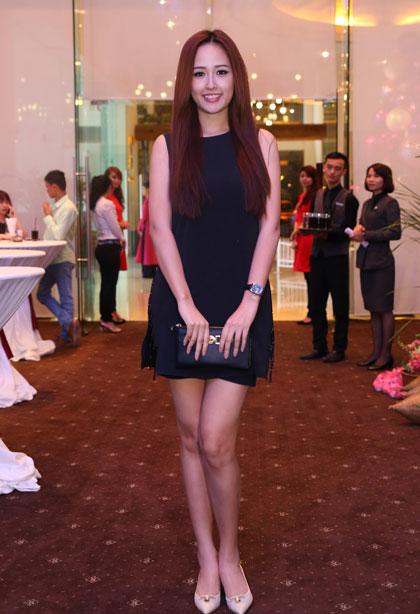 Hoa hậu Mai Phương Thúy khoe chân dài.