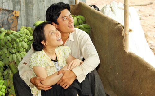 Việt Hương lột tả nỗi đau của người vợ điên qua ánh mắt