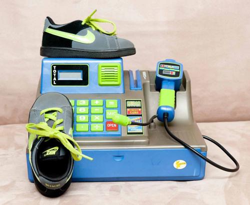 Bên cạnh đó, Hudson còn có một tình yêu đặc biệt với giày thể thao của hãng Nike.