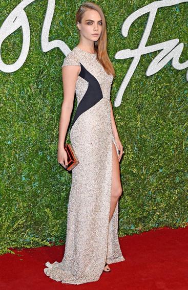 """Năm 2013, Cara Delevingne đễ lỡ giải thưởng """"Người mẫu của năm"""" vào tay đồng nghiệp là Edie Campbell. Tuy vậy, năm nay,"""