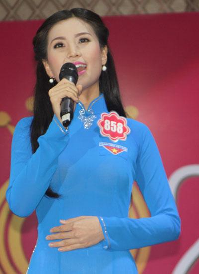 """Thí sinh Nguyễn Lâm Diễm Trang chọn thể hiện bài múa trên nền ca khúc """"Tự nguyện""""."""