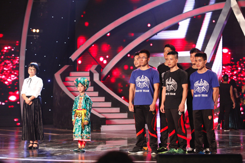 Cô Huỳnh Mai, cậu bé Đức Vĩnh và nhóm Sáu Múi là ba nhóm thí sinh được khán giả bình chọn nhiều nhất trong đêm 7/12.