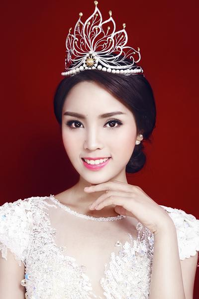 Hoa hậu Kỳ Duyên khoe đường cong với váy dạ hội