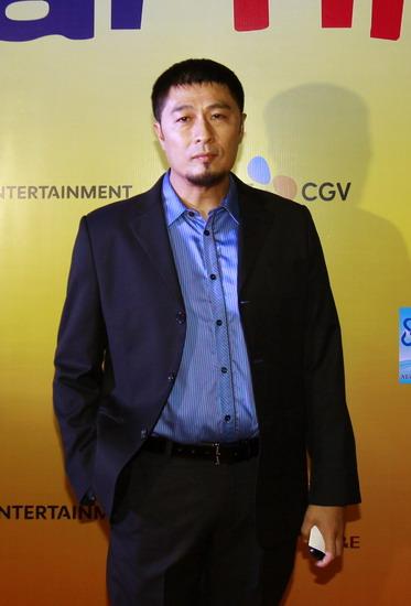 Đạo diễn Charlie Nguyễn trong buổi ra mắt phim