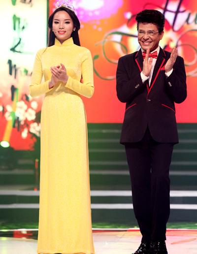 Hoa hậu Kỳ Duyên quay hình cho 'Hương Tết Việt'
