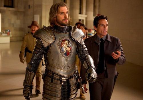 Hiệp sĩ Lancelot (mặc áo giáp) là nhân vật mới xuất hiện ở tập này.