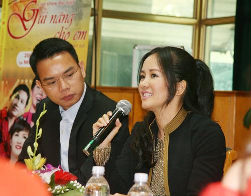 Hồng Nhung đưa con ra Hà Nội để chuyên tâm tập show