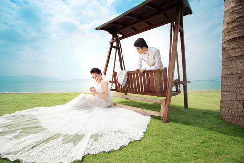 Nhật Kim Anh chụp ảnh cưới trên bãi biển